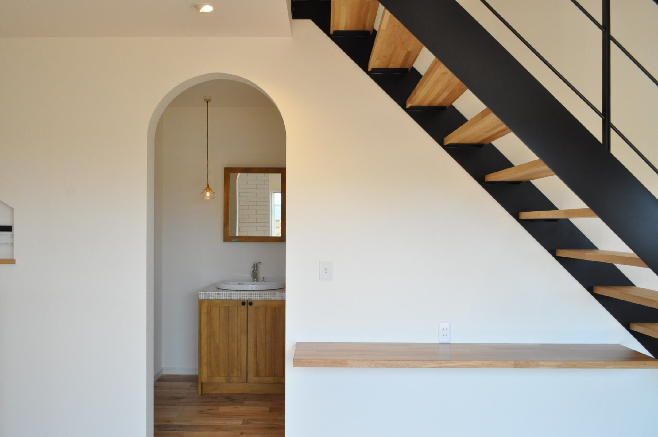 シンカ【デザイン住宅、収納力、自然素材】アーチがとってもかわいい