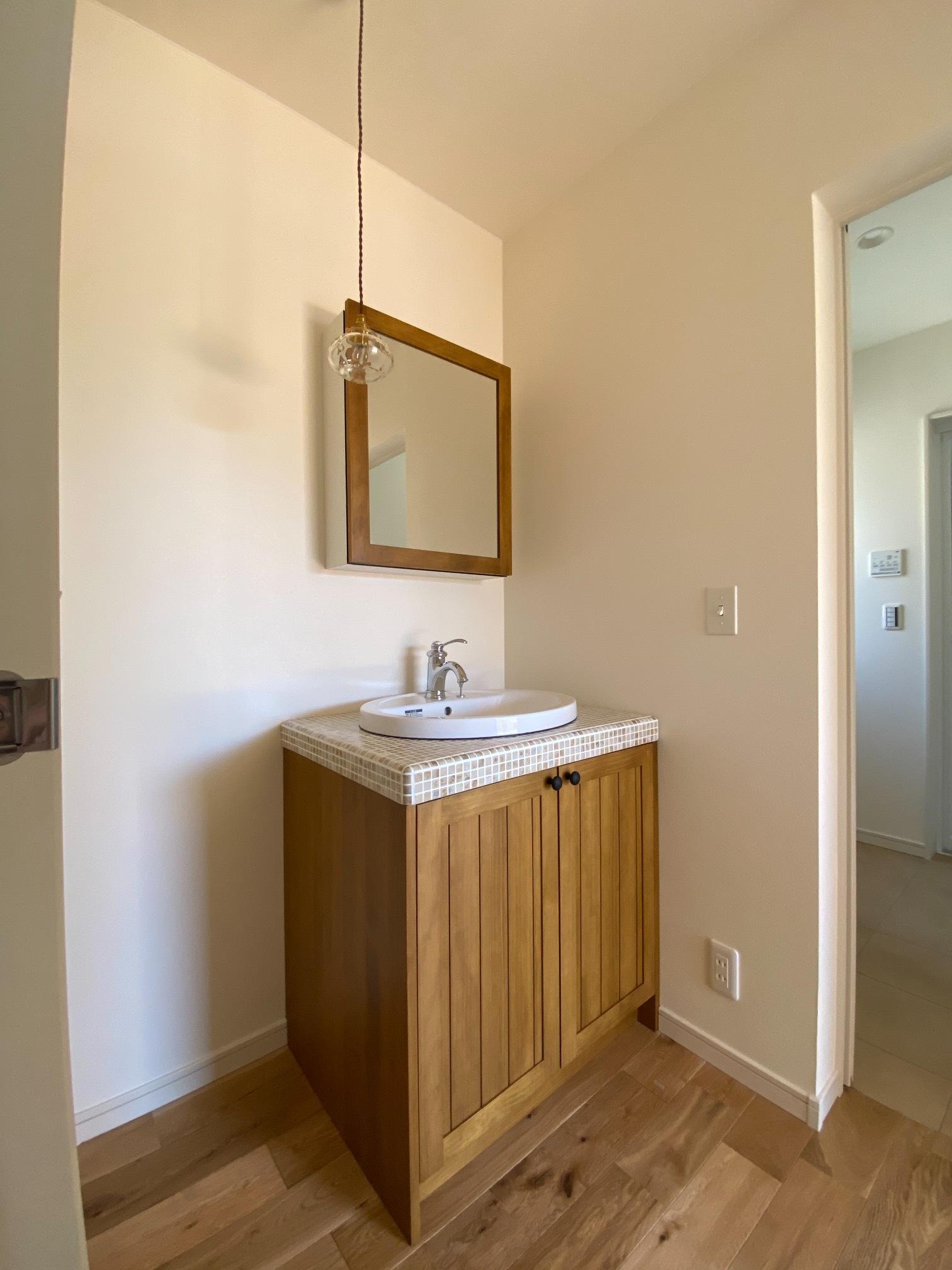 シンカ【デザイン住宅、収納力、自然素材】かわいい手洗いコーナー