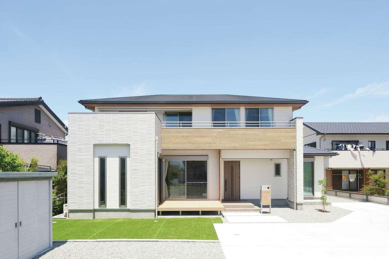 丸昇彦坂建設【デザイン住宅、子育て、間取り】シンプルモダンなデザインをベースに、サイディングのバリエーションで変化を付けた外観