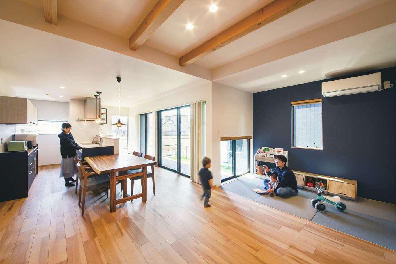 丸洋建設 ハウスオブハウス【子育て、趣味、インテリア】予算を抑えるため、表面だけ無垢のカエデを使った床材に