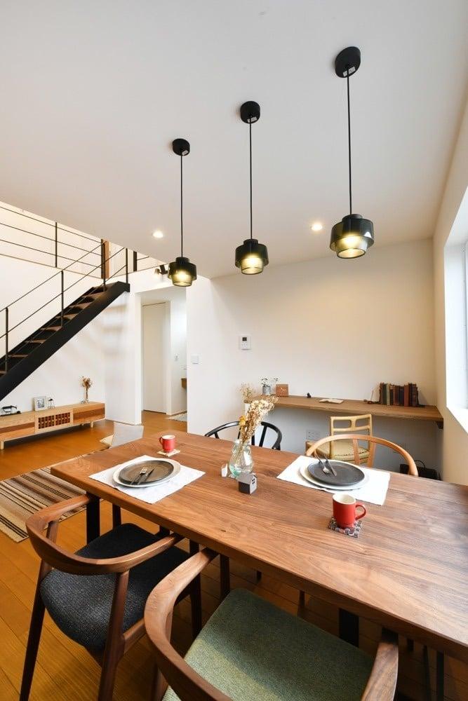 i.sus【デザイン住宅、省エネ、建築家】照明が印象的なダイニング