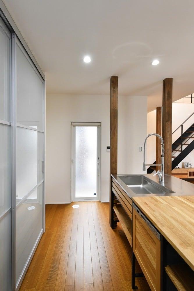i.sus【デザイン住宅、省エネ、建築家】大容量の収納で家事も楽々