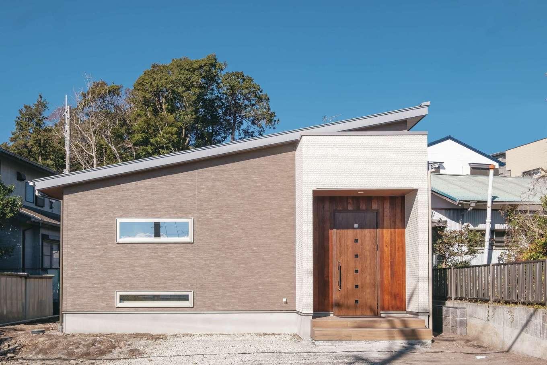 ぽっくハウス【芦工匠】【1000万円台、狭小住宅、平屋】外壁の一部にも標準で無垢を選択できる。太陽光パネルも搭載