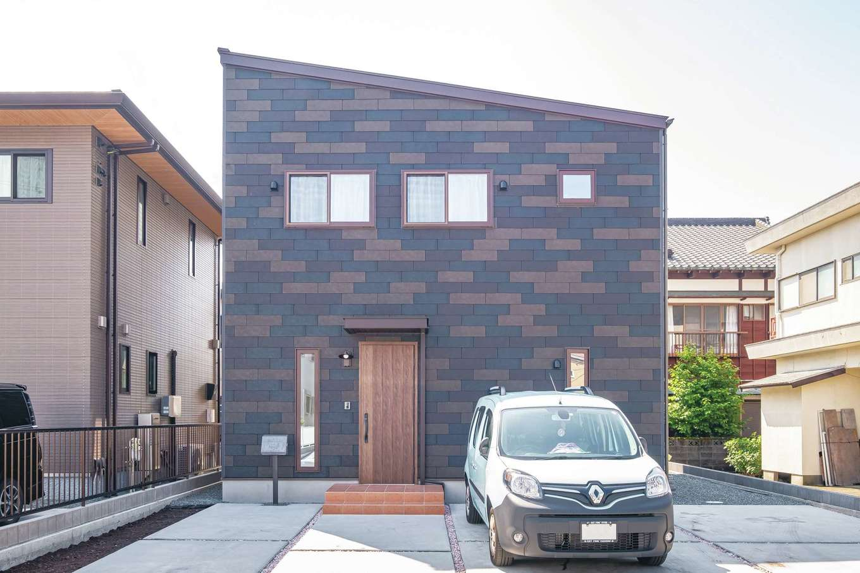 外壁は屋根材を使用。耐久性も魅力