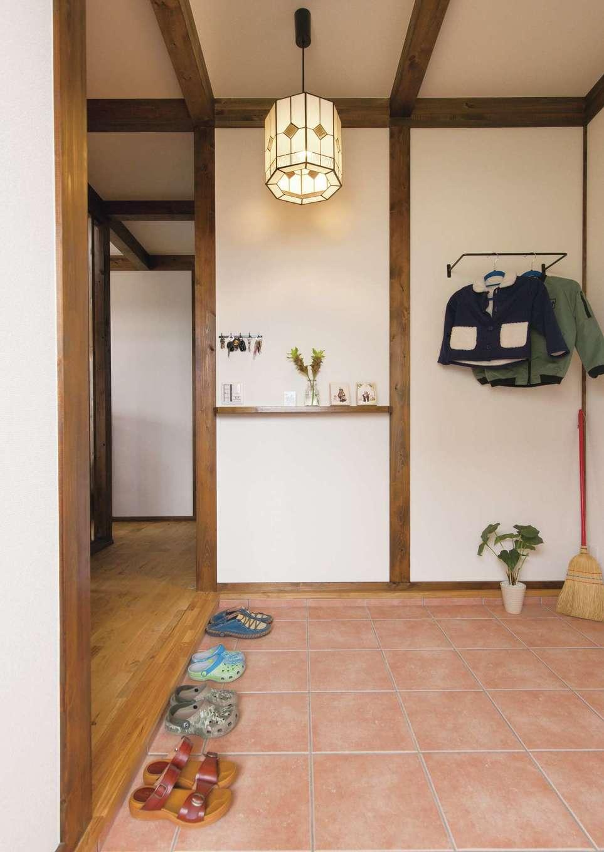 サイエンスホーム【1000万円台、自然素材、省エネ】ゆったりとした土間仕上げの玄関ホール