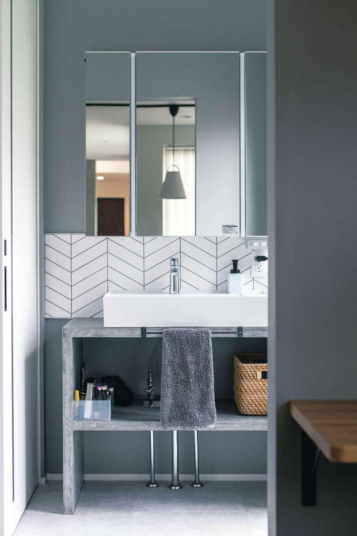コットンハウス【デザイン住宅、省エネ、間取り】奥さまがこだわったモルタル仕上げの造作の洗面台