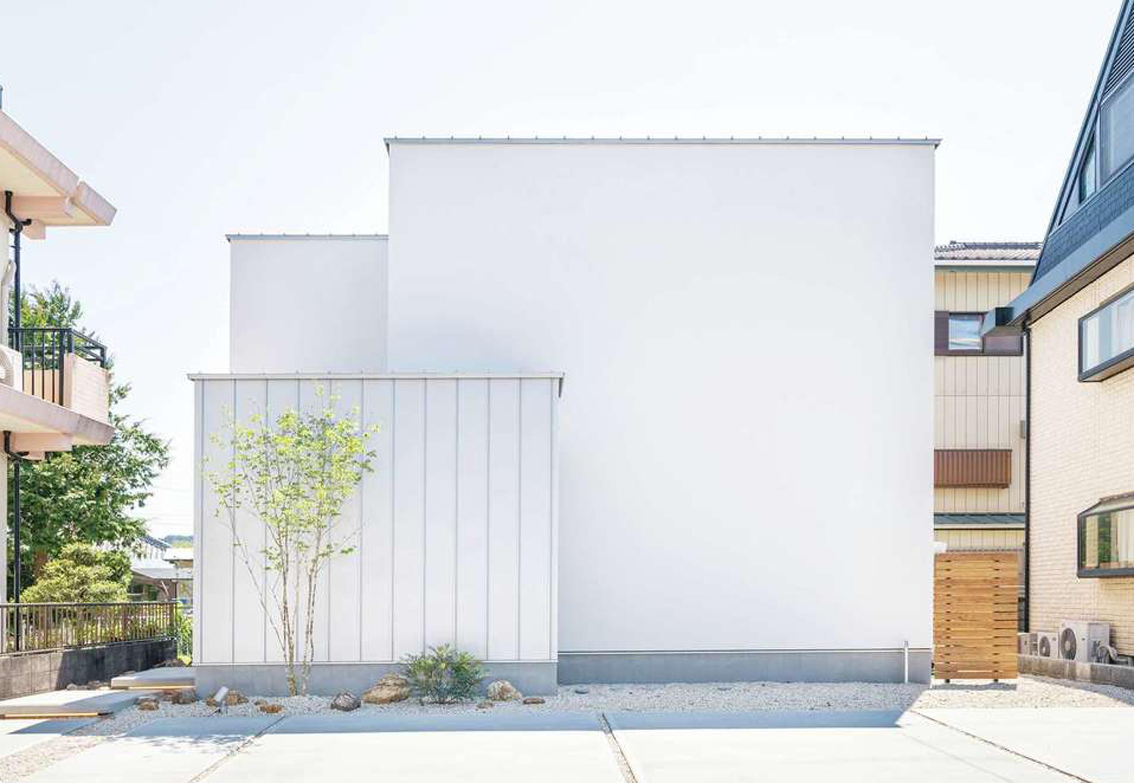 住家 ~JYU-KA~【デザイン住宅、間取り、建築家】M夫妻のセンスを伝える外観。通り側は閉じたデザイン