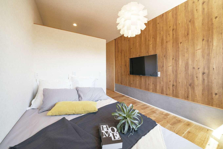 住家 ~JYU-KA~【デザイン住宅、間取り、建築家】寝室はウォークインと書斎コーナーを備える