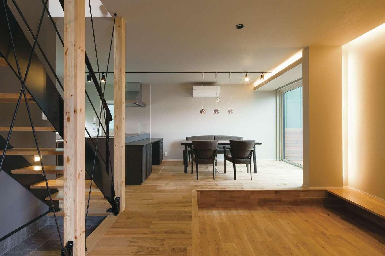 R+house静岡葵・静岡駿河(住宅工房コイズミ)【デザイン住宅、狭小住宅、建築家】LDKのワンフロア。ダウンリビングで緩やかに空間を仕切っている