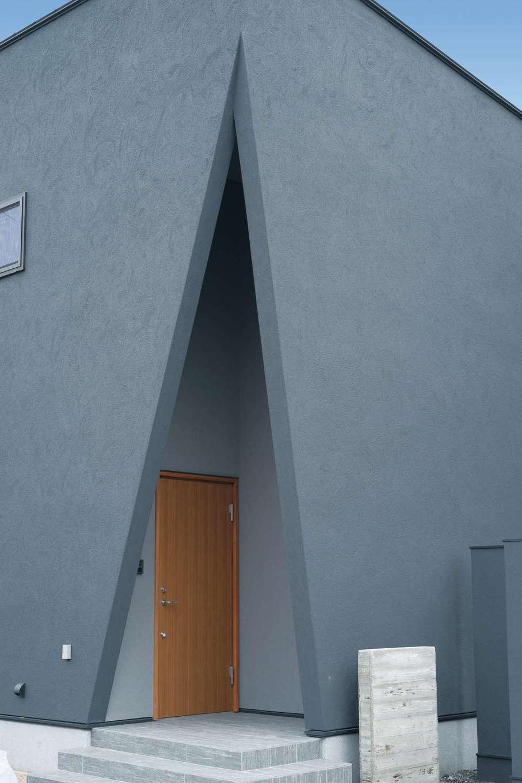 R+house静岡葵・静岡駿河(住宅工房コイズミ)【デザイン住宅、狭小住宅、建築家】玄関周りに設計と施工の技術力がうかがえる