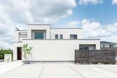 視線を遮りつつ豊かに暮らせる 開放感あふれる中庭のある家