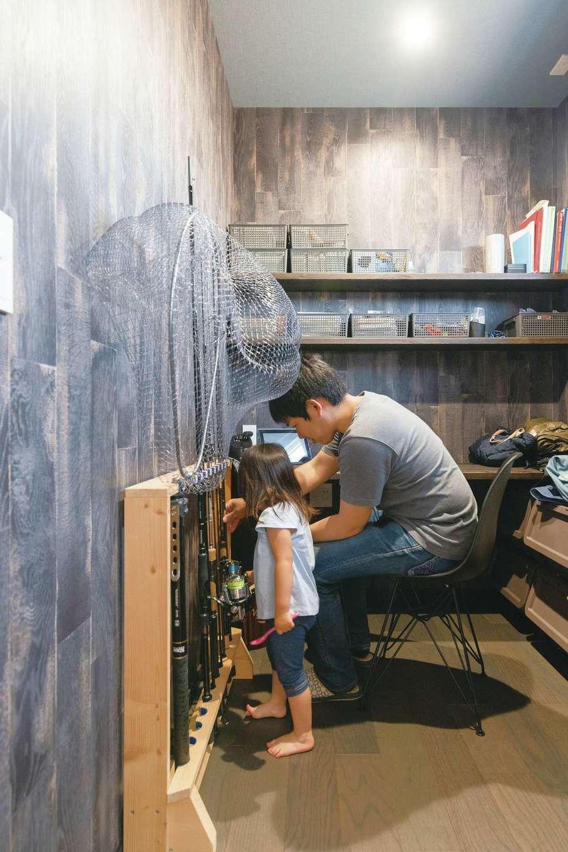 四季彩ひだまり工房 高田工務店【子育て、収納力、間取り】ご主人の趣味は海釣り。夜中帰宅した時に家族を起こさず、濡れた道具類を収納しやすいように、玄関近くに書斎を設計