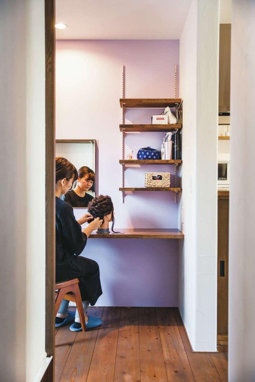 原田工務店【デザイン住宅、自然素材、省エネ】ヘアメイクの仕事を持つ奥さまのため、練習用のドレッシングルームを用意