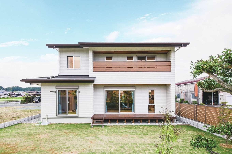 原田工務店【デザイン住宅、自然素材、省エネ】風向きや日照を考慮した佇まいは、デザイン的にもシンプルで美しい