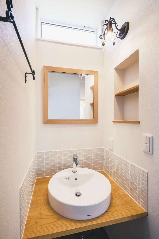 ワンズホーム【デザイン住宅、子育て、間取り】造作洗面台とボウルの組み合わせがおしゃれ。アイアンやタイルが似合う
