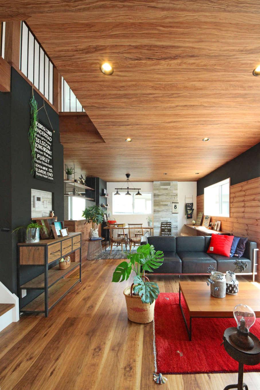 illi-to design 鳥居建設21【デザイン住宅、趣味、インテリア】22畳のLDK。天井はオリーブの木の年輪がおしゃれ