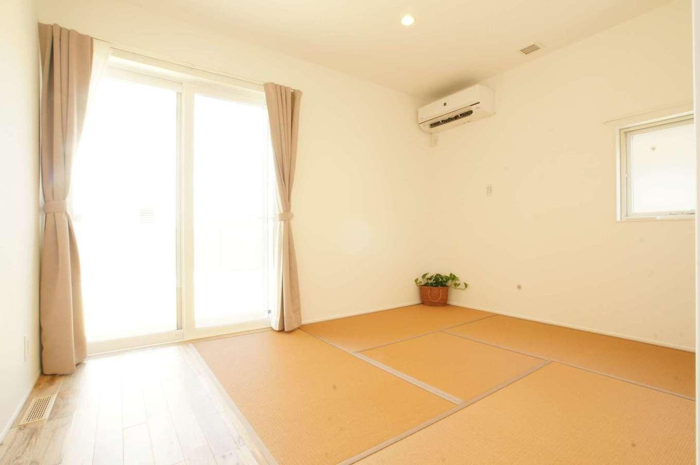 RIKYU (リキュー)【間取り、建築家、平屋】6畳の主寝室。4.5畳分だけ畳敷きにして、使いやすくにした