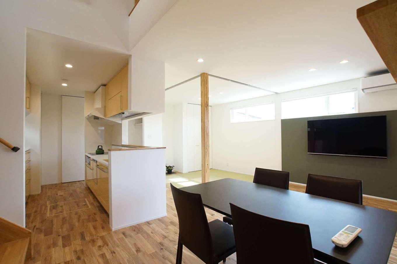RIKYU (リキュー)【子育て、収納力、間取り】キッチンから1階全体を見渡せるので、奥さまは安心して家事ができる