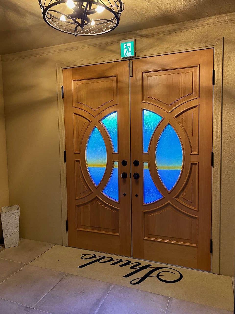 ツリーズ【デザイン住宅、輸入住宅、建築家】観音開きの玄関ドアは海外から取り寄せた特注品