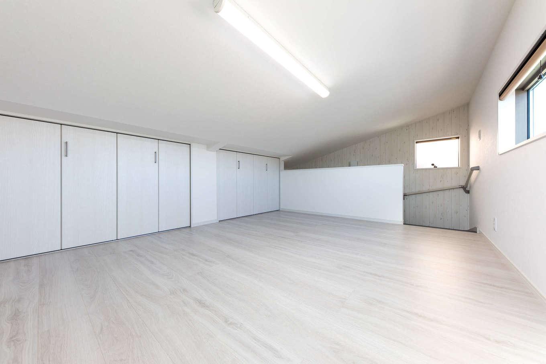 建築システム(狭小住宅専門店)【収納力、狭小住宅、間取り】大型収納スペースとして用意した小屋裏は7.8畳の大空間。将来荷物が少なくなったら、趣味部屋としても活躍しそう