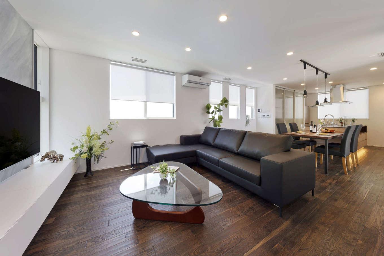 納得住宅工房【静岡市葵区上足洗3-13-49・モデルハウス】プライベートを守りつつ、開放感のある暮らしを楽しめる2階LDK。長い時間を過ごすダイニングキッチンがリビングと同じ広さになっているのもポイント