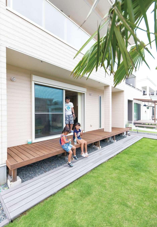 東海ハウス【デザイン住宅、1000万円台、間取り】デッキや庭もリビングの一部。夏には大きなプールが登場