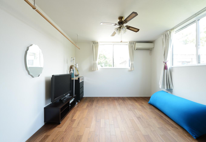 ハウスコネクト【輸入住宅】2階の1室は、着付け師として働く奥さまのための仕事部屋に。「今後はローテーブルに帯をディスプレイする予定なんです」と夢を語ってくれた