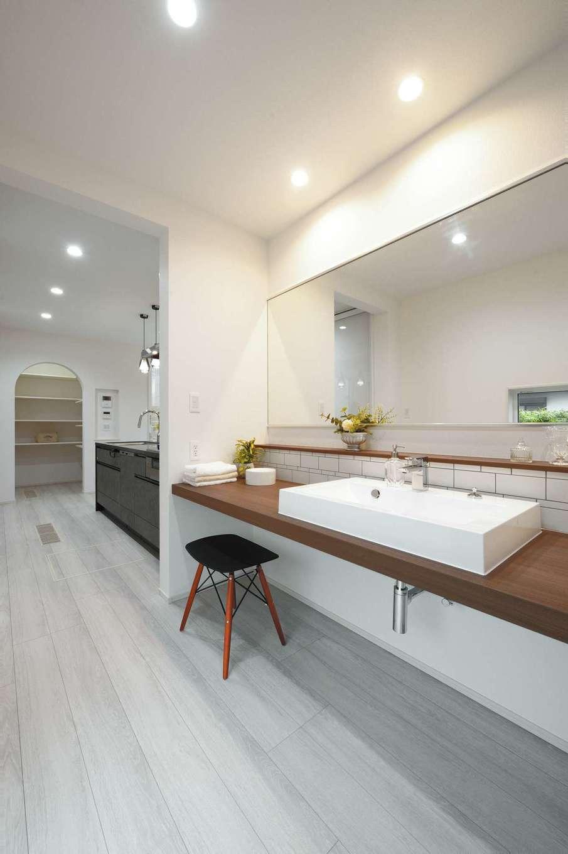 朝日住宅【浜松市東区笠井町982-1・モデルハウス】靴を脱いでから、ドアを開ける必要なく手洗いできる洗面所