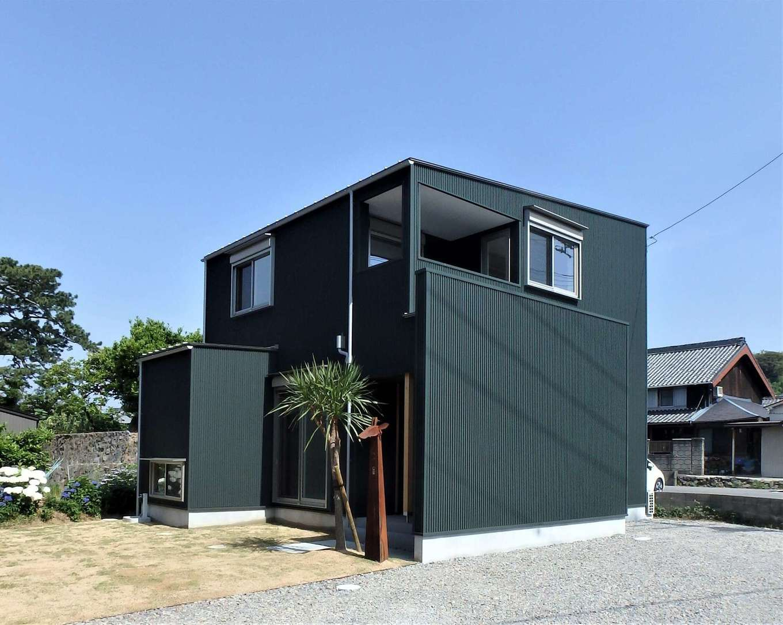 RIKYU (リキュー)【デザイン住宅、趣味、建築家】キューブ型のシンプルでスタイリッシュな外観。1階の出っ張った部分は畳コーナー