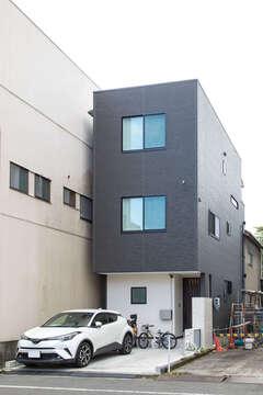 暮らしに便利な街中で、敷地20坪にコンパクト&ゆとりの住まいを