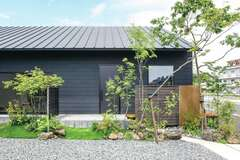 「カッコいい木の家」を極めた 平屋+屋根裏空間