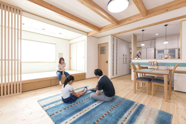 ナチュラルデザイン(西島建築設計工務)【子育て、趣味、間取り】ナチュラルテイストで落ち着くLDK。梁や畳コーナーの格子など、木の温もりが効果的なインテリア