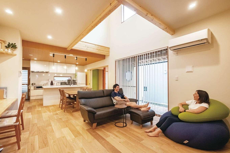 工藤建設【デザイン住宅、和風、間取り】20畳の広々リビングが開放的