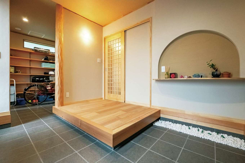 工藤建設【デザイン住宅、和風、間取り】楠のカウンターと秋田杉の床