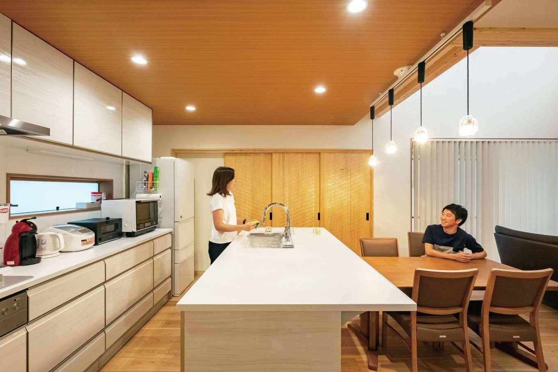工藤建設【デザイン住宅、和風、間取り】奥さまこだわりのアイランドキッチンで家事も楽々