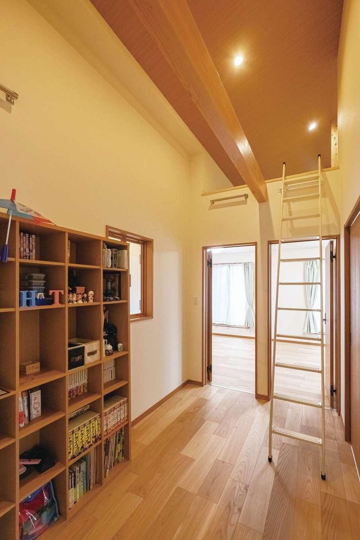 工藤建設【デザイン住宅、和風、間取り】2階に上がると両サイドにロフトスペース