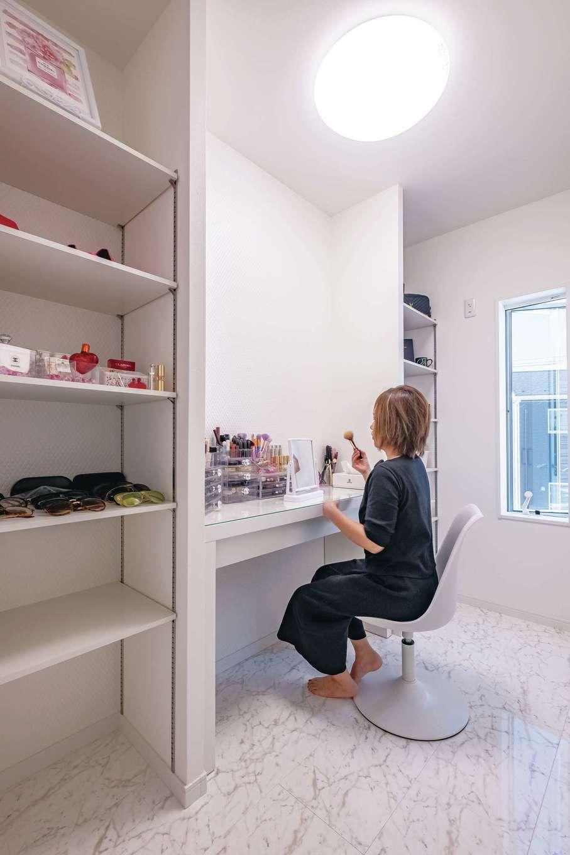 アフターホーム【1000万円台、デザイン住宅、趣味】奥さま専用のパウダールーム。好きなモノだけに囲まれて、育児の合間のリラックスタイムを楽しむ。もうすぐ女優ミラーが付く予定