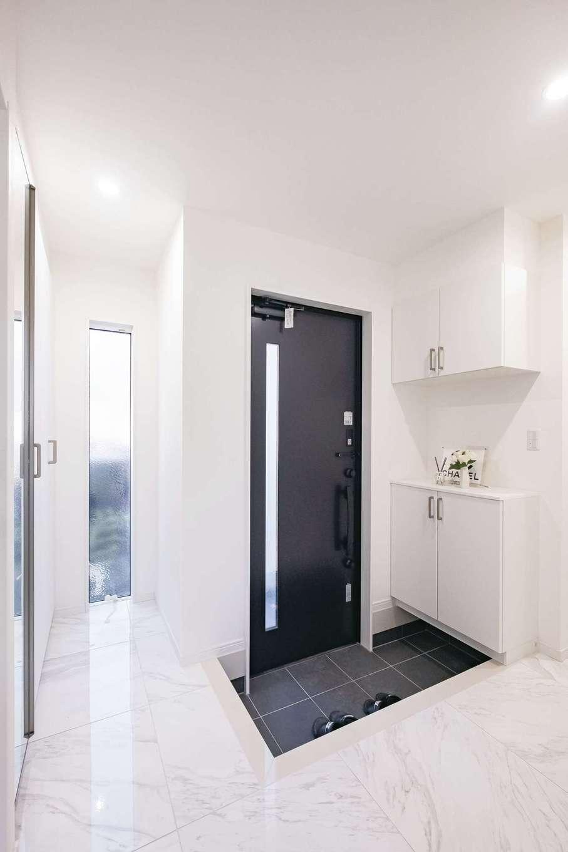アフターホーム【1000万円台、デザイン住宅、趣味】大理石を貼った高級感漂う玄関ホール