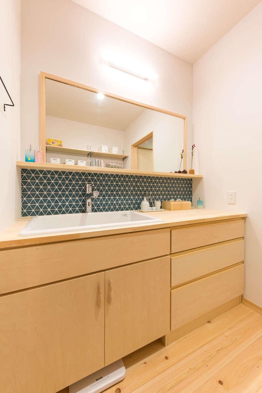 福工房【三島市松本27-1・モデルハウス】収納充実で実用的でありながら、毎日の身支度や家事が楽しくなるようデザインにもこだわった造作洗面台