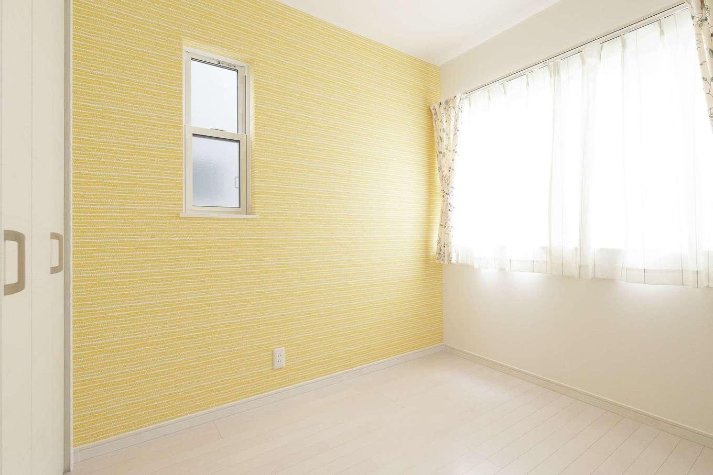 アイワホームサービス【デザイン住宅、収納力、間取り】2つの子ども部屋はクロスの色使いで遊び心をプラス