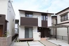 コンパクトに建てて大きく暮らすシンプルモダンな家