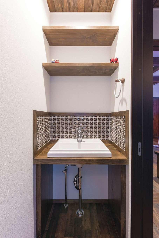 TDホーム静岡西 ウエストンホームズ【デザイン住宅、和風、自然素材】「トイレには簡易的なものではなく、しっかりした手洗いがほしかったんです」というご主人の希望が叶った