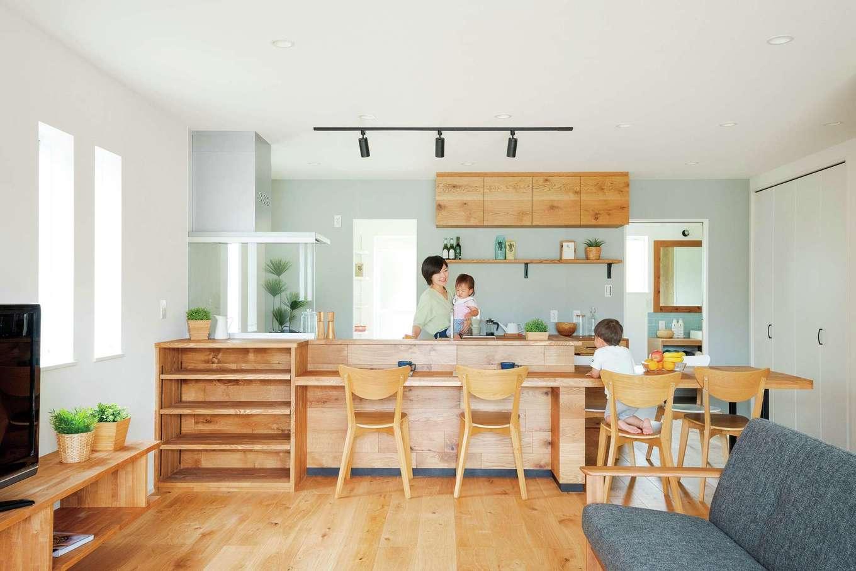 KureKen 榑林建設【デザイン住宅、自然素材、省エネ】ナチュラルな雰囲気だけでなく、家事ラクと見守りが叶い、安心して効率よく、楽しい気分で家事ができるキッチンが完成