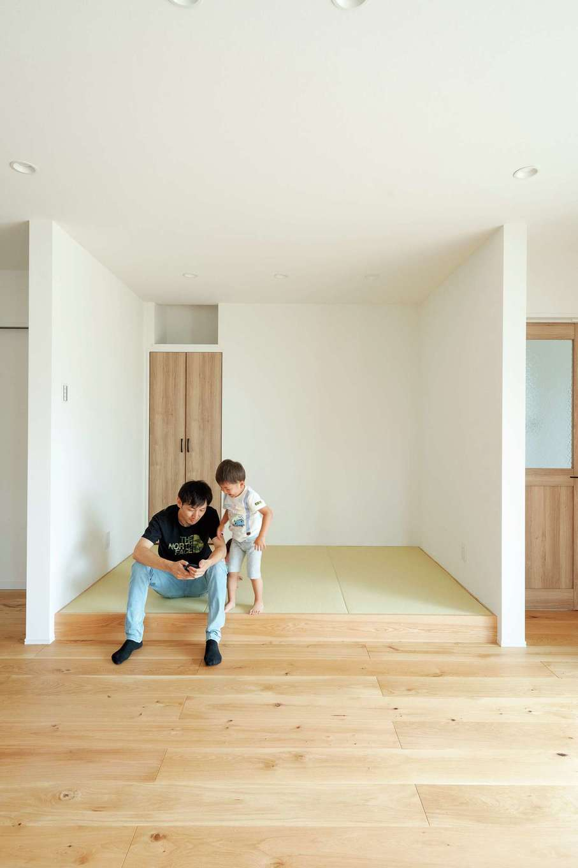 KureKen 榑林建設【デザイン住宅、自然素材、省エネ】昼寝に、雛人形や五月人形を飾る場所にと、ユーティリティな畳コーナー