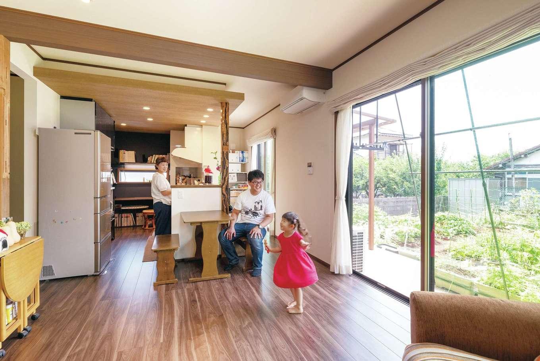静鉄ホームズ【子育て、和風、趣味】仕切りがなく広々使えるLDK。キッチンは料理しながら庭が見える向きに配置