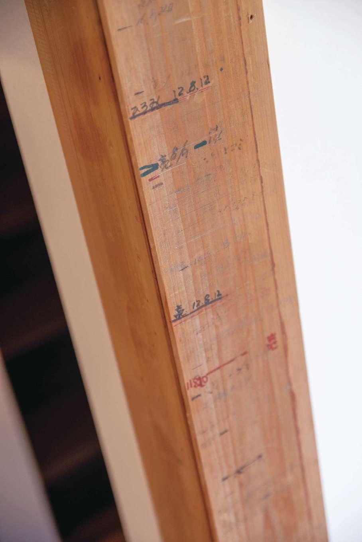 静鉄ホームズ【子育て、和風、趣味】旧家の思い出の残る柱をリビングに取り付けた