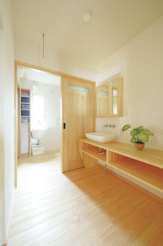 ワイズホーム【自然素材、省エネ、間取り】玄関ホールから脱衣所、洗面室、さらにキッチンへと続く動線