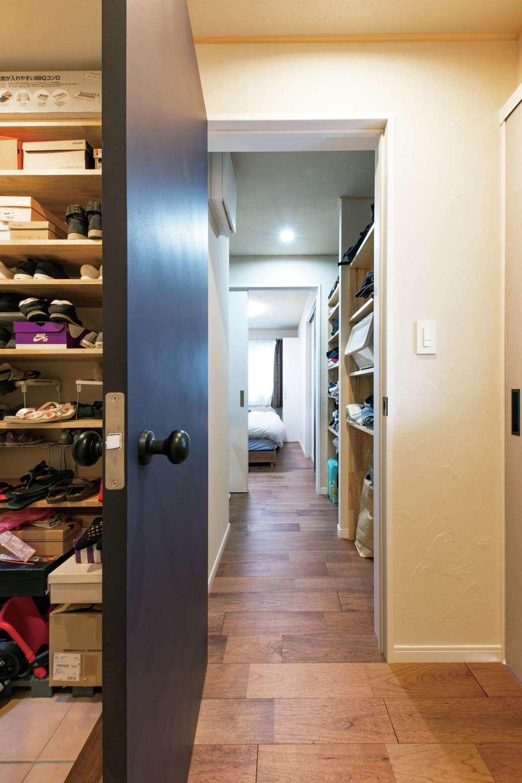 KOUBOU STYLE 建築工房相良【収納力、自然素材、間取り】玄関からクローゼットを通り抜けて寝室に行ける便利な動線
