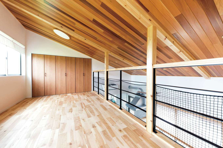KOUBOU STYLE 建築工房相良【収納力、自然素材、間取り】2階のロフト風スペースは子ども部屋として利用。1階からでも子どもの様子がよくわかる。収納も十分に確保