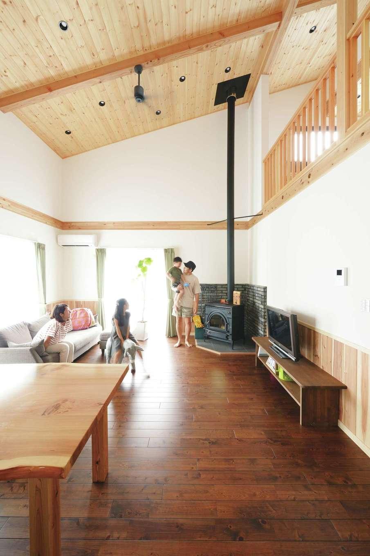 片山建設【自然素材、省エネ、間取り】この土地の風の流れを考えて設計。吹き抜け部に窓がなくても自然に1階から2階に空気が流れる
